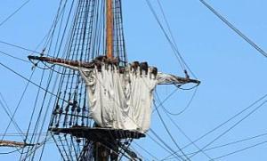 Le couillard était une cargue supplémentaire qui permettait de replier les voiles en poches...
